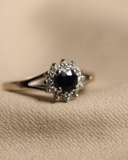 pierścionek z szafirami